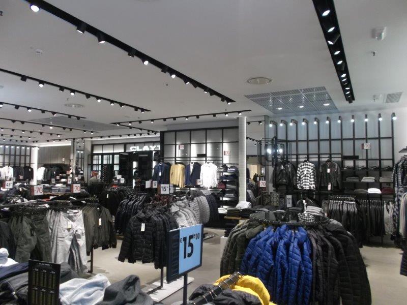 e65f18f813 Negozio Clayton - Centro Commerciale La Fattoria (Rovigo - veneto)